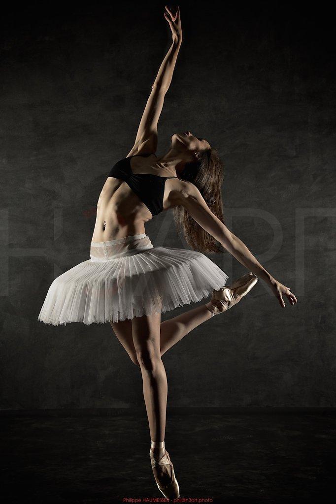 Itziar MENDIZABAL, first soloist Royal Ballet, London